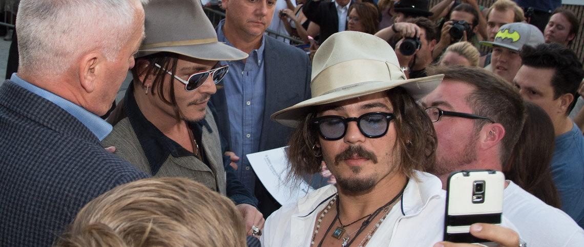 Johnny Depp bär retroglas